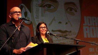 """Les hermanos Jorge y Delcy Rodríguez. """"La Revolución es nuestra venganza por la muerte de nuestro padre y sus verdugos... Sabemos que la llegada del comandante Hugo Chávez fue nuestra venganza personal"""", ha dicho la actual vicepresidente"""