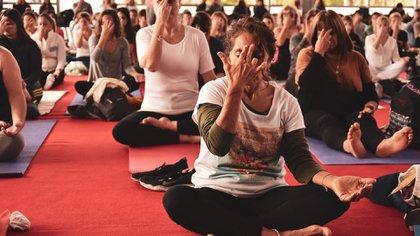 """Bajo el lema """"Yoga en casa"""", con prácticas enfocadas al aislamiento y consejos de yoga y ayurveda, se conmemoró el Día Internacional del Yoga (Embajada de la India en Argentina)"""