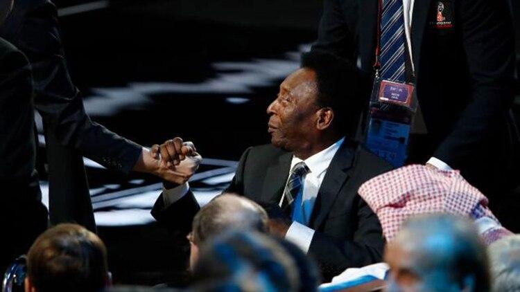 En el sorteo del Mundial de Rusia 2018, Pelé estuvo en silla de ruedas