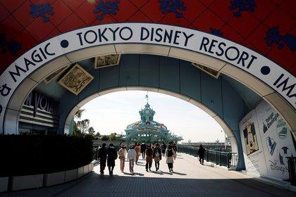 La entrada al parque se verá desolada desde el 29 de febrero (REUTERS/Issei Kato)