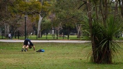 Las autoridades de la Ciudad impulsan actividades en el espacio público y plantean que los gimnasios muden allí sus actividades como un primer paso antes de la reapertura completa (Adrián Escandar)