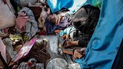 Algunos aborígenes duermen entre montañas de cosas Adrián Escandar 162