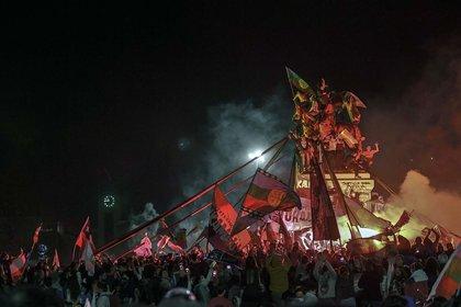 Celebración en las calles de Santiago por el triunfo del voto afirmativo en el plebiscito por la reforma de la Constitución de Chile. (5 de octubre)