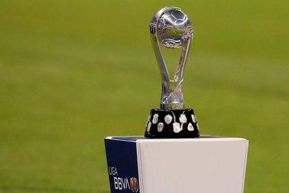 Foto de archivo del trofeo de la Liga MX. Estadio Azteca, Ciudad de México. 29 de dicembre de 2019. REUTERS/Henry Romero