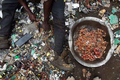 Con 6,9 millones de toneladas cada año, los Estados Unidos ocupan el segundo puesto mundial en e-waste, precedidos por China (10,1 millones) y seguidos por la India (3,2 millones). (EFE/A. Carrasco Ragel)