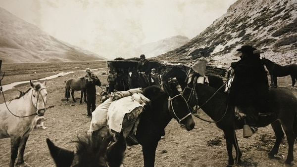 La excursión demandó tres largos días -a caballo- hacia el esqueleto del avión siniestrado