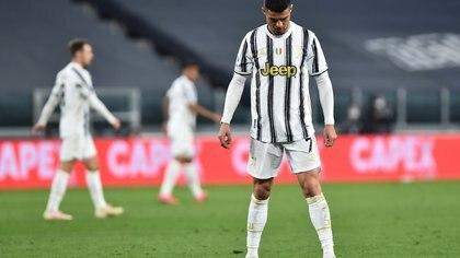 La reacción de Cristiano Ronaldo en la barrera en el gol del Parma que provocó burlas en Italia