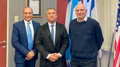 De izquierda a derecha: Jorge Diener, el embajador Sergio Urribarri y Yoram Weiss