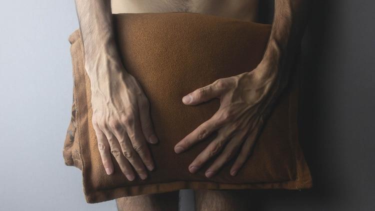 """El pudor es honesto, no se puede fingir ni reprimir; es un mecanismo interno de protección ante una probable """"amenaza"""" que comporta la vulnerabilidad del cuerpo (Shutterstock)"""