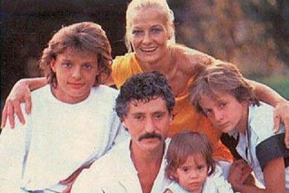 Una de las pocas imágenes familiares de Luis Miguel a mediados de los '80 (Gentileza revista Quién)