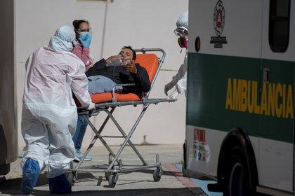 Las hospitalizaciones por COVID-19 ya superan en 7% el primer pico de la pandemia de COVID-19 en México (Foto: EFE / Miguel Sierra)