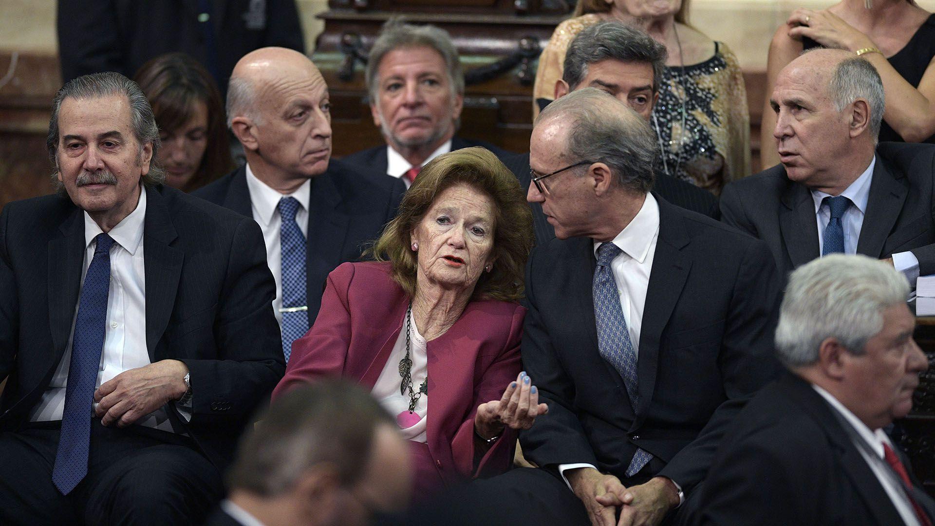 Los ministros de la Corte Suprema y el Procurador General, en el Congreso, el día de la asunción del presidente Alberto Fernández (Photo by JUAN MABROMATA / AFP)
