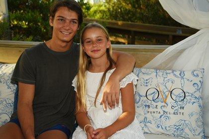 Tiziano, que representó a la Argentina en los Juegos Olímpicos de la Juventud, posa junto a su hermana Taína