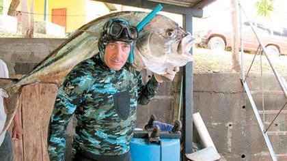 El italiano Alessio Casimirri , condenado a cadena perpetua en su país, por el asesinato del primer ministro Aldo Moro, tiene un restuarante de pescados y mariscos en Nicaragua (cortesía La Prensa/Nicaragua)