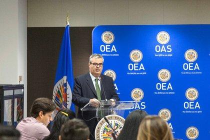 Miguel Ángel Cañada, integrante del programa de Ciberseguridad de la OEA, durante el taller que ofreció el organismo en Washington.