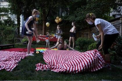 Una celebración de cumpleaños en espacios abiertos en Nueva York (Reuters)