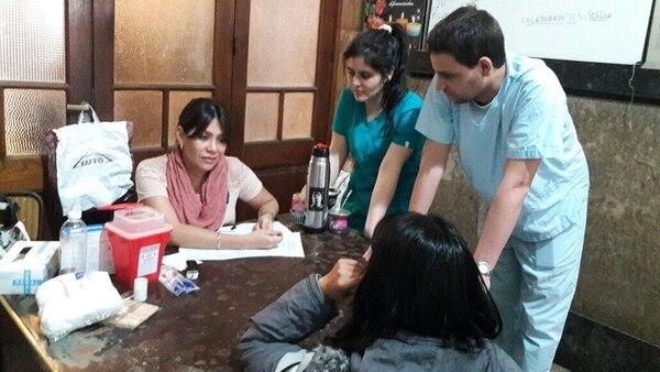 La atención médica se brinda en diferentes parroquias de la Ciudad de Buenos Aires .