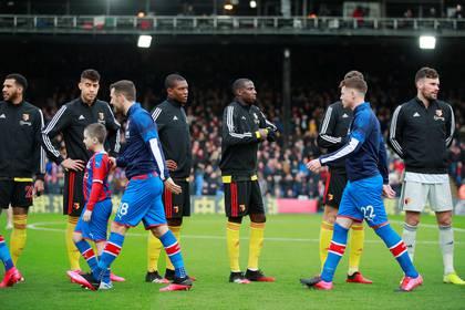Los clubes de la Premier League van a consultar a los jugadores sobre una reducción del 30% del monto anual de sus salarios (Reuters)