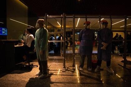 Personal de Sanidad de Frontera es el primero en tomar contacto con los pasajeros
