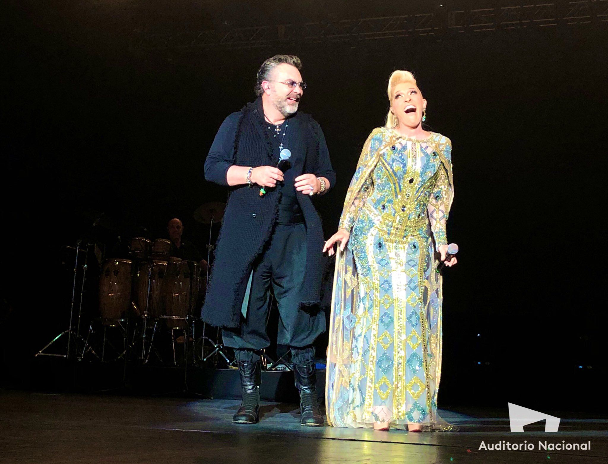 El cantante Mijares y Yuri cantaron juntos en el escenario. (Foto: Twitter)