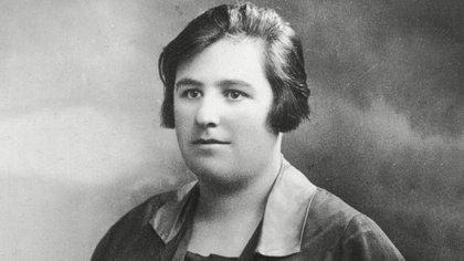 Helen Duncan, una médium escocesa famosa por ser la última persona condenada y ejecutada por brujería.