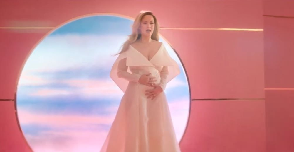 Katy Perry anunció su embarazo en Instagram y en un nuevo video clip, Never Worn White (YouTube)