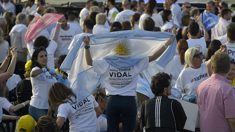 Miles de militantes se acercaron al estadio de Platense