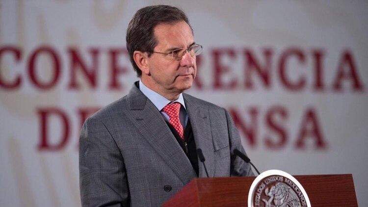 Esteban Moctezuma Barragán aseguró que se ampliará el aislamiento preventivo en las escuelas. (Foto: Twitter @emoctezumab)