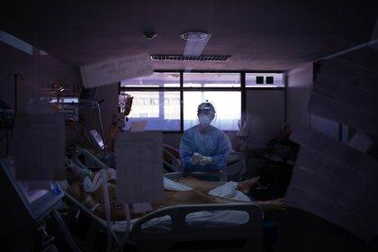La UTI COVID del Hospital General San Martín de La Plata tiene 14 camas, todas ocupadas.