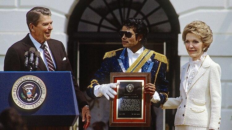 La condecoración que Ronald Reagan entregó a Michael Jackson en 1984 (Grosby)