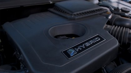 Este Mondeo dispone de dos motores: uno naftero de 140 CV y otro eléctrico de 120 CV.