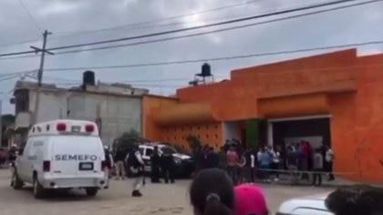 Amigos y familiares de la familia enterraron a los cuatro integrantes, padres e hijas Foto: Captura de pantalla de Noticieros Televisa
