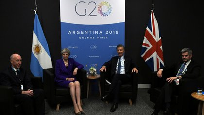 Theresa May durante la bilateral con Mauricio Macri