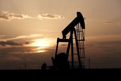 Los precios del petróleo han caído en los últimos días, arrastrando consigo al peso mexicano (Foto: Jessica Lutz/ Reuters)
