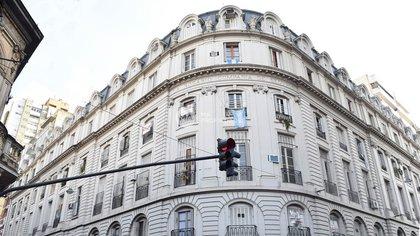 Frente del imponente edificio rosarino, donde en el segundo piso está ubicado el departamento donde vivió el Che Guevara.