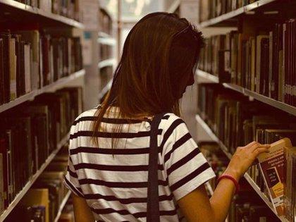 La UNAM será una de las universidades que podrán solicitar los apoyos de la beca Elisa Acuña (Foto: Instagram @unam.mx)