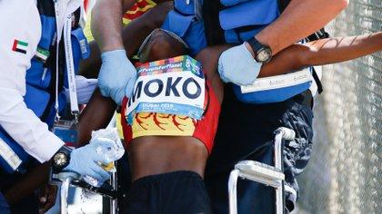 Juliana Ngleya Moko fue víctima del intenso calor en Dubai y tuvo que ser asistida por los médicos (EFE)
