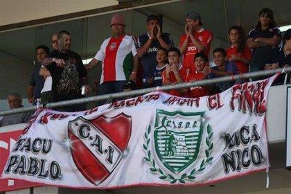 En el palco de los Moyano en el estadio de Independiente, al lado de Pablo y del Patón Basile