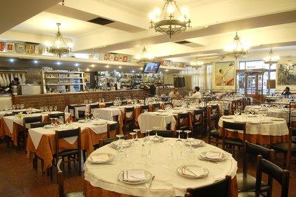 Especializado en cocina española, El Imparcial fue reconocido como el restaurante más antiguo de Buenos Aires