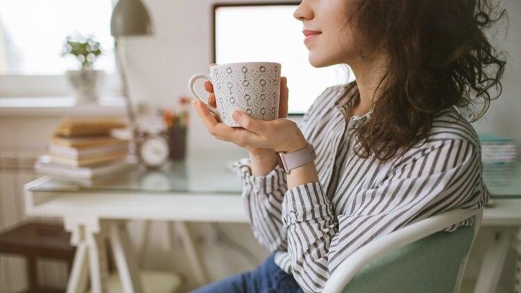 Recomiendan hacer pausas o mini recreos por cada hora de trabajo (iStock)