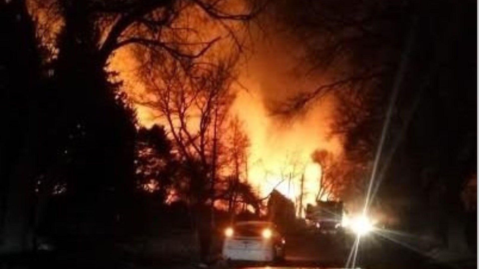 No hubo heridos, pero sí personas evacuadas por el incendio (Twitter: @AnaClar76289357)