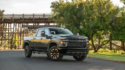 La última Silverado de Chevrolet podría ser el modelo elegido para llevar motorización eléctrica.