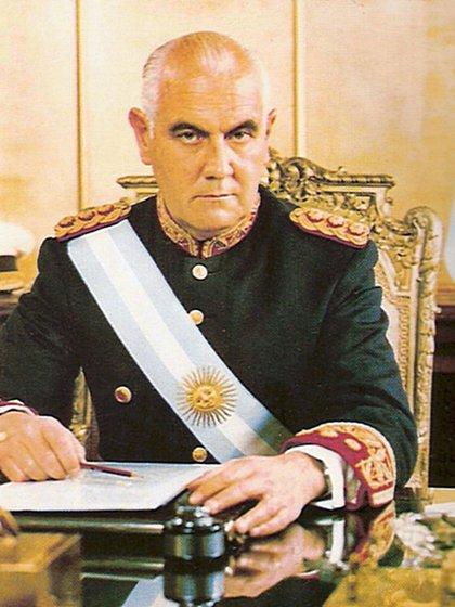 En 1972, Alejandro Agustín Lanusse había quedado en una posición muy incómoda mientras Juan Perón movía las piezas del triunfo electoral y de la libertad de los militantes revolucionarios presos