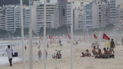 Río de Janeiro reabrió este lunes su playas y parques (EFE/Antonio Lacerda)