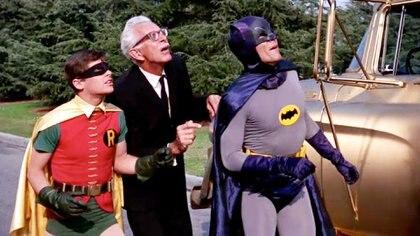 El Dúo Dinámico con el entrañable Alfred, el mayordomo que siempre estaba para ayudarlos
