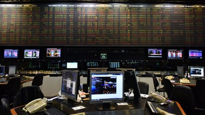 La Bolsa operó con virtual paridad entre alzas y bajas respecto del viernes último (Adrián Escandar)