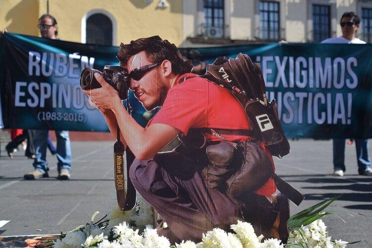 Familiares, amigos, periodistas y sociedad civil se manifestaron por el tercer aniversario luctuoso del fotoperiodosta Rubén Espinosa (Foto: ALBERTO ROA /CUARTOSCURO)