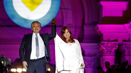 Alberto Fernández y Cristina Kirchner anoche en la Plaza de Mayo