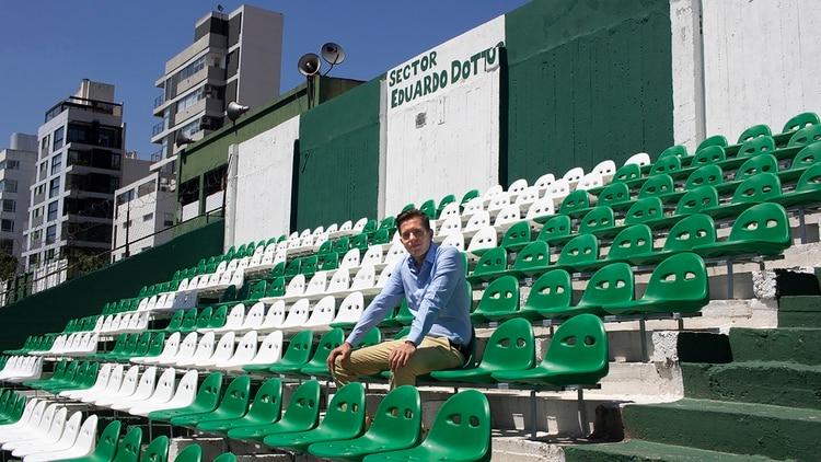 Méndez Cartier dice que representar al club le exige cuidar sus salidas y reuniones sociales. Es amigo del presidente de la AFA (Matías Baglietto)