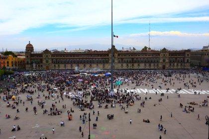 Mujeres activistas protestan hoy, en el Zócalo de Ciudad de México (Foto: EFE / Carlos Ramírez)